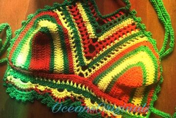Bohemian crochet bikini top. Free crochet pattern.